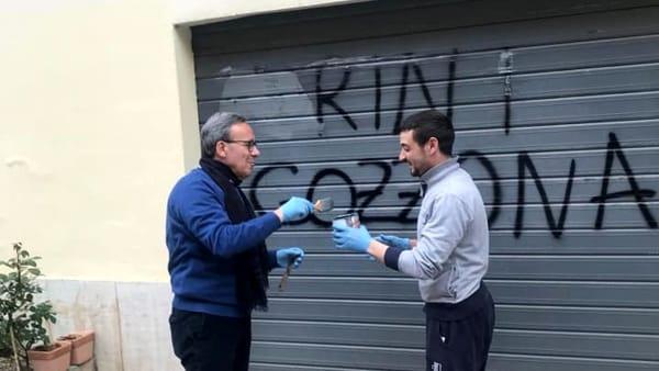 """Scritte sui muri delle sedi Pd: """"Nemici del popolo"""""""